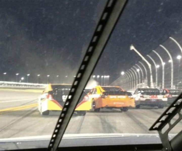 Durante a interrupção da Daytona 500, Brad Keselowski, piloto da Penske na Nascar, aproveitou para twittar e ganhou 150 mil novos seguidores.