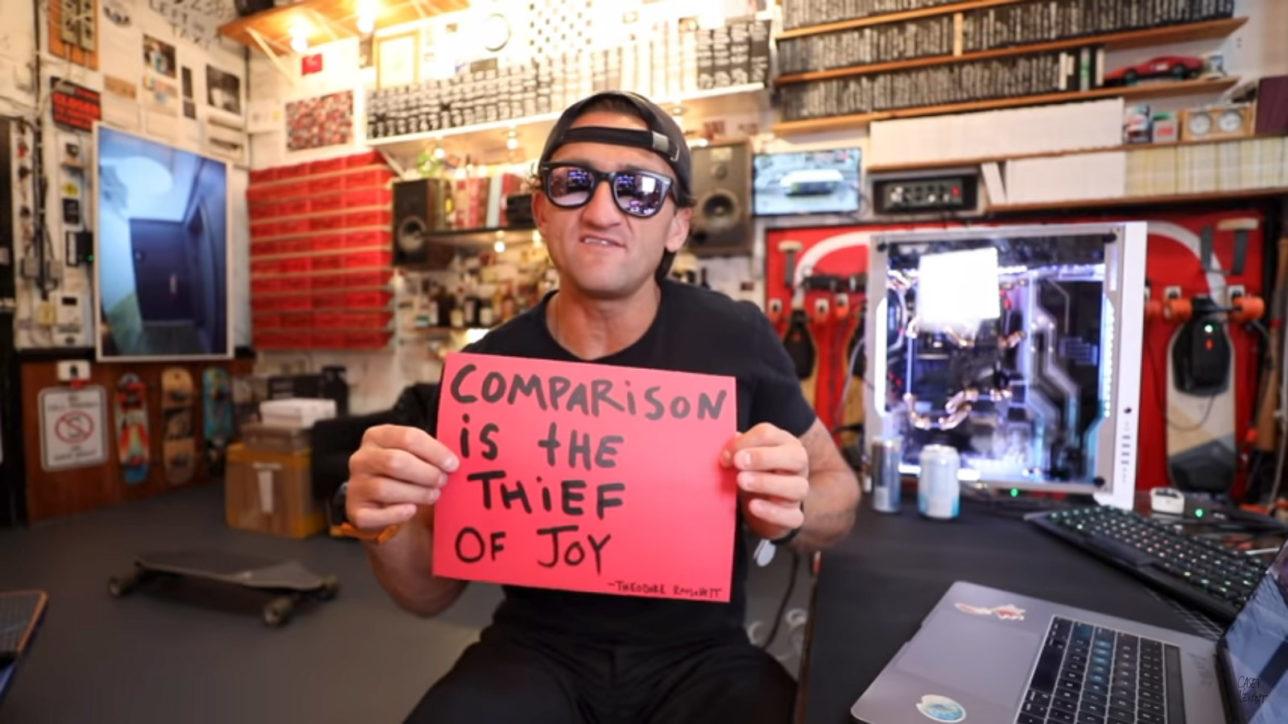 A comparação é a ladra da alegria.